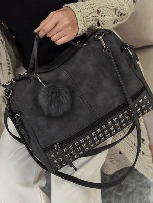модна сумка з хутряним бомбоном