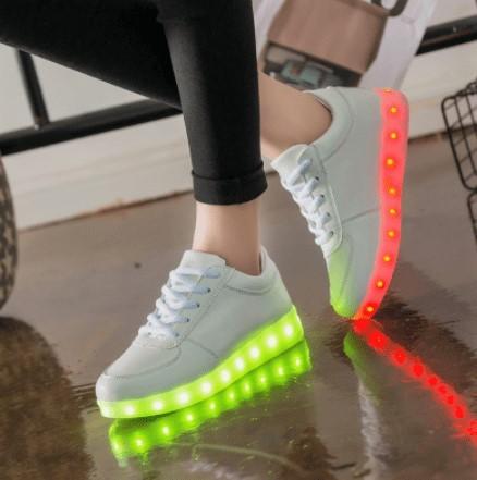 купити кросівки що світяться